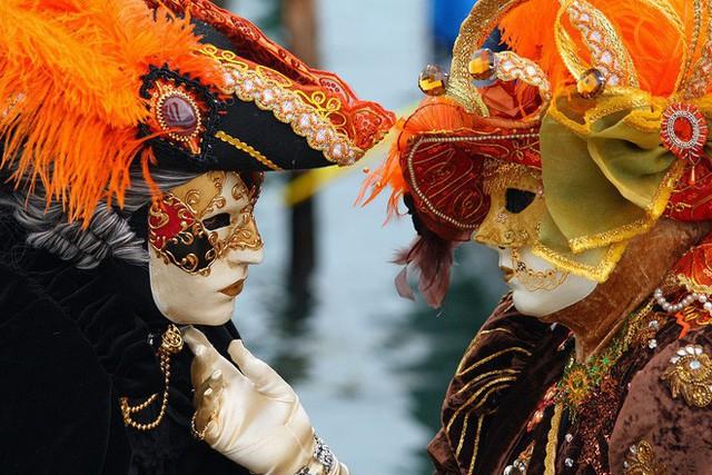 Nhung thành Venice: Sự tàn lụi của loại vải cao cấp vang bóng một thời vì đắt và khó khủng khiếp - Ảnh 8.