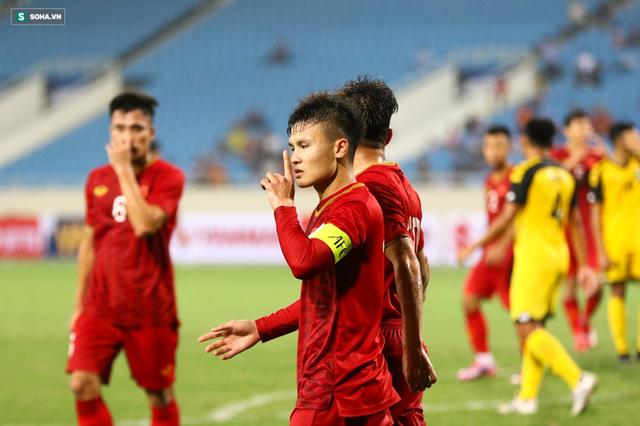 Quang Hải, Đức Chinh trên sân đã đau lắm rồi, đừng khiến họ phải nuốt thêm nước mắt nữa! - Ảnh 1.