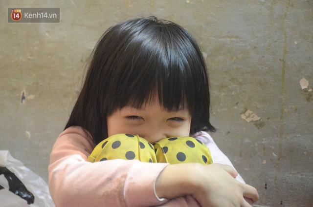Gặp bé gái 6 tuổi phối quần áo cũ cực chất ở Hà Nội: Nhút nhát, đáng yêu và ước mơ làm người mẫu - Ảnh 2.