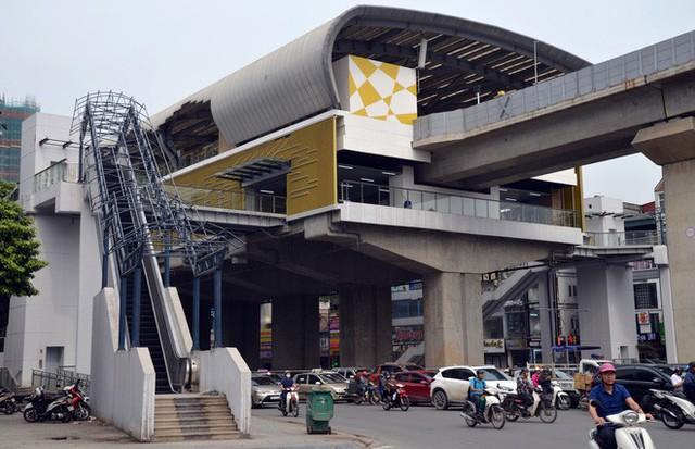 Cận cảnh nhà ga đường sắt Cát Linh – Hà Đông nham nhở, bong tróc, xuống cấp trước ngày vận hành - Ảnh 11.