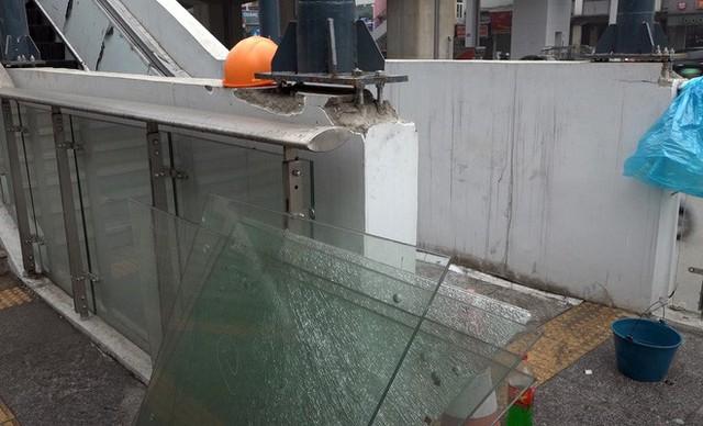 Cận cảnh nhà ga đường sắt Cát Linh – Hà Đông nham nhở, bong tróc, xuống cấp trước ngày vận hành - Ảnh 4.