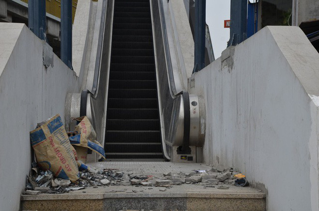Cận cảnh nhà ga đường sắt Cát Linh – Hà Đông nham nhở, bong tróc, xuống cấp trước ngày vận hành - Ảnh 7.