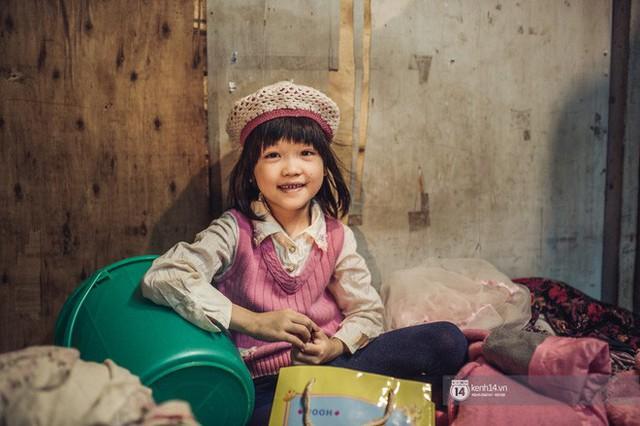 Chùm ảnh: Những khoảnh khắc đốn tim của em bé nghèo có gu ăn mặc như fashionista ở Hà Nội - Ảnh 8.