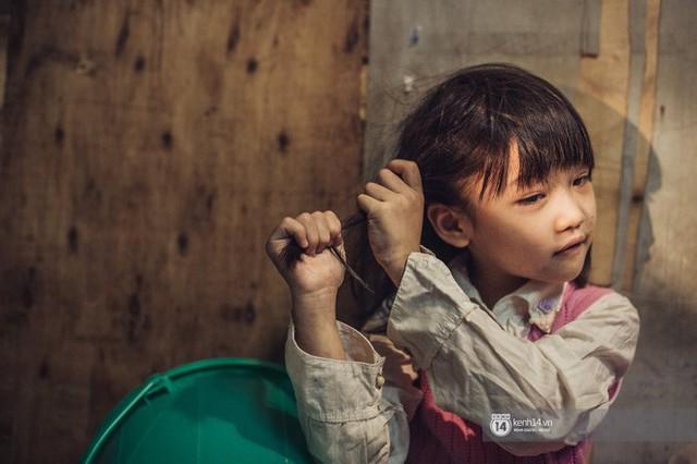 Chùm ảnh: Những khoảnh khắc đốn tim của em bé nghèo có gu ăn mặc như fashionista ở Hà Nội - Ảnh 9.