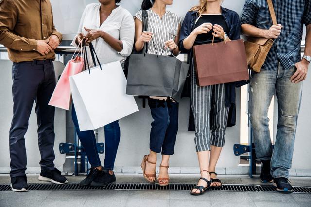 Chủ nghĩa tiêu dùng: Hành vi tiêu dùng quá mức của bạn để lại hậu quả ra sao? - Ảnh 1.