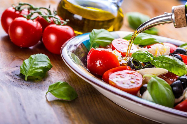 Chỉ nhờ cùng một chế độ ăn thần kỳ, Tây Ban Nha và Italia thay phiên nhau trở thành quốc gia khỏe nhất thế giới - Ảnh 2.