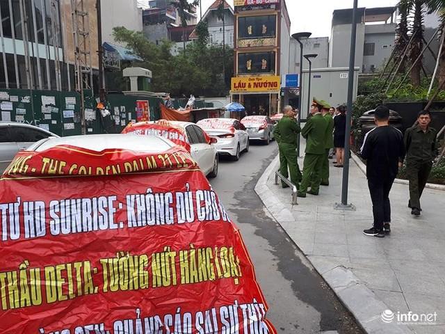 Không đồng ý mức phí cao, cư dân Golden Palm bị chặn ô tô xuống hầm - Ảnh 1.