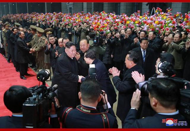 KCNA: Ông Kim Jong Un đã về tới Triều Tiên, tiếng hô Muôn năm vang vọng bầu trời Bình Nhưỡng - Ảnh 1.