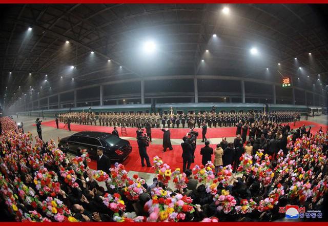 KCNA: Ông Kim Jong Un đã về tới Triều Tiên, tiếng hô Muôn năm vang vọng bầu trời Bình Nhưỡng - Ảnh 2.