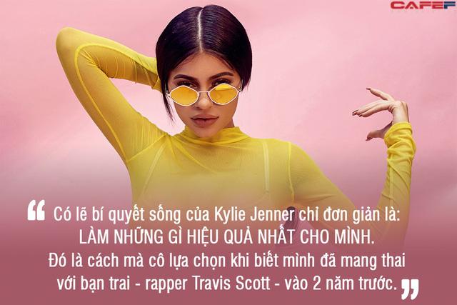 Kylie Jenner vừa chăm con đảm, vừa thành tỷ phú tự thân ở tuổi 21: Đây đích thị là hình mẫu mà chị em nào cũng mơ ước trở thành! - Ảnh 1.