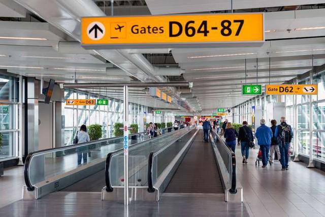 8 mánh khóe các sân bay đang dùng để điều khiển chúng ta một cách bí mật - Ảnh 2.