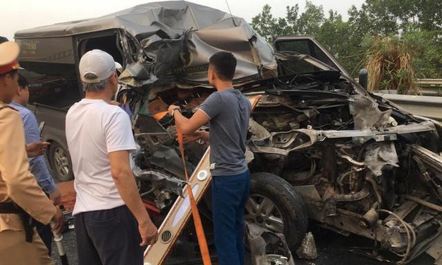 Hiện trường vụ xe Limousine gặp nạn trên cao tốc làm 1 bác sĩ và 1 cảnh sát cơ động tử vong - Ảnh 2.