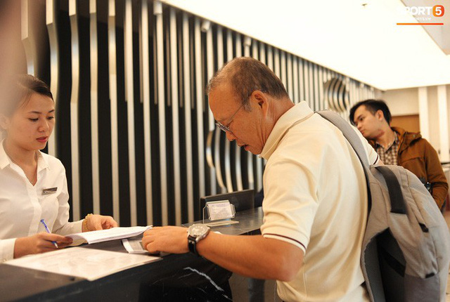 Trợ lý ngôn ngữ Lê Huy Khoa trở lại, U23 Việt Nam đón một loạt người mới ở Ban huấn luyện - Ảnh 2.