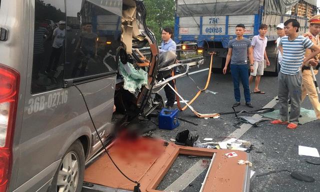 Hiện trường vụ xe Limousine gặp nạn trên cao tốc làm 1 bác sĩ và 1 cảnh sát cơ động tử vong - Ảnh 3.