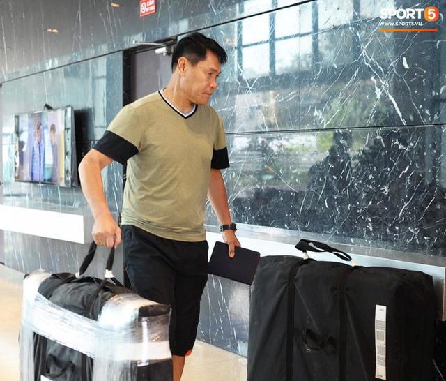 Trợ lý ngôn ngữ Lê Huy Khoa trở lại, U23 Việt Nam đón một loạt người mới ở Ban huấn luyện - Ảnh 3.