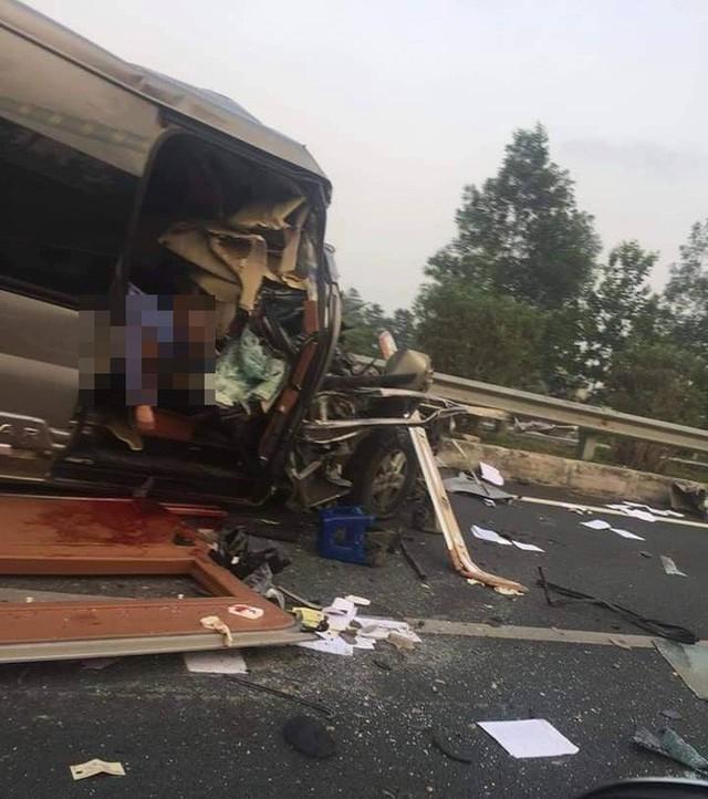 Hiện trường vụ xe Limousine gặp nạn trên cao tốc làm 1 bác sĩ và 1 cảnh sát cơ động tử vong - Ảnh 4.