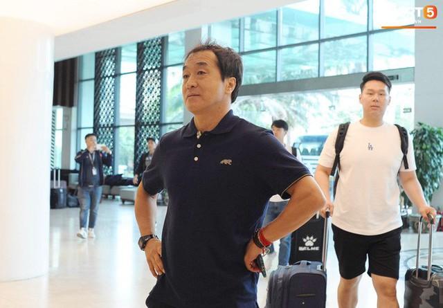 Trợ lý ngôn ngữ Lê Huy Khoa trở lại, U23 Việt Nam đón một loạt người mới ở Ban huấn luyện - Ảnh 4.