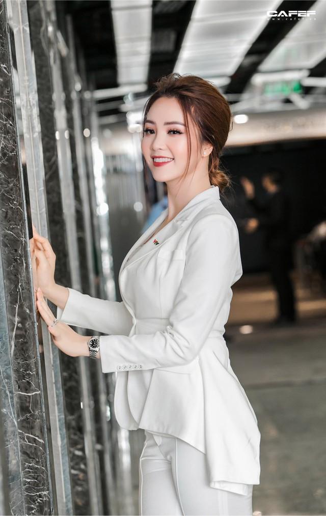 """MC, Á hậu Thụy Vân: Khi tôi khởi nghiệp, ông xã nói đùa """"Kinh doanh kiếm ra tiền còn khó hơn cả đạt giải Nobel"""" - Ảnh 10."""