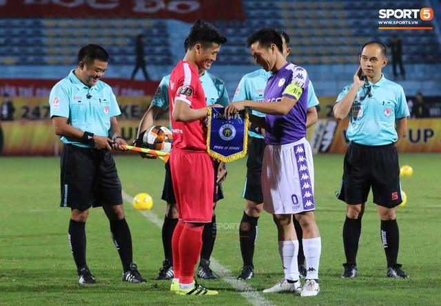 Trước giờ lên U23 Việt Nam, dàn sao Hà Nội FC và Viettel FC đã quyết chiến máu lửa dưới sự chứng kiến của thầy Park - Ảnh 1.