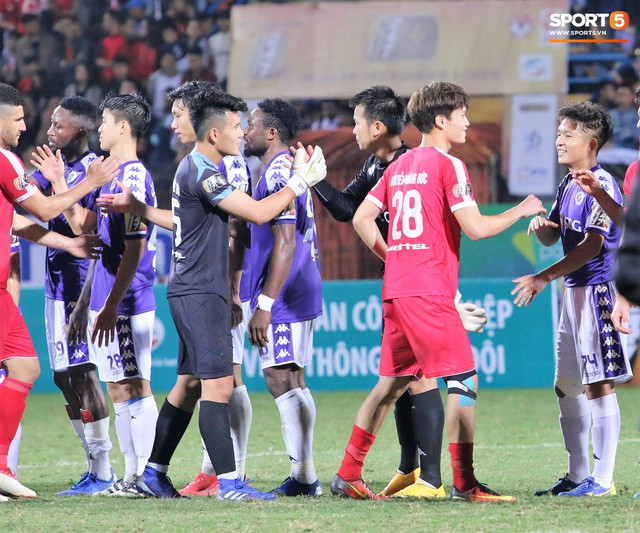 Trước giờ lên U23 Việt Nam, dàn sao Hà Nội FC và Viettel FC đã quyết chiến máu lửa dưới sự chứng kiến của thầy Park - Ảnh 12.