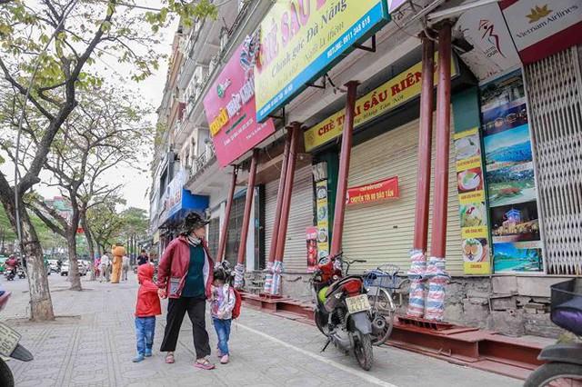 Dãy nhà chống nạng trên phố Hà Nội - Ảnh 12.