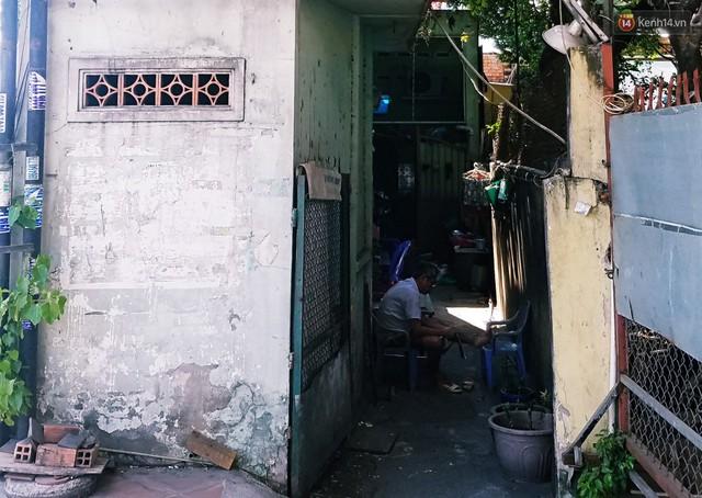 Cuộc sống bên trong những căn nhà siêu mỏng ở Sài Gòn, chiều ngang còn ngắn hơn sải tay người lớn - Ảnh 13.