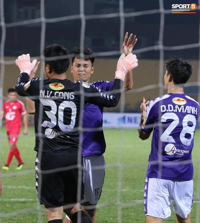 Trước giờ lên U23 Việt Nam, dàn sao Hà Nội FC và Viettel FC đã quyết chiến máu lửa dưới sự chứng kiến của thầy Park - Ảnh 16.