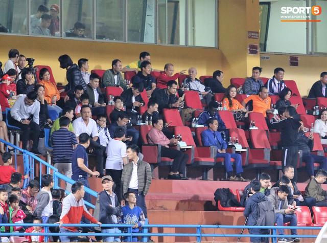 Trước giờ lên U23 Việt Nam, dàn sao Hà Nội FC và Viettel FC đã quyết chiến máu lửa dưới sự chứng kiến của thầy Park - Ảnh 3.