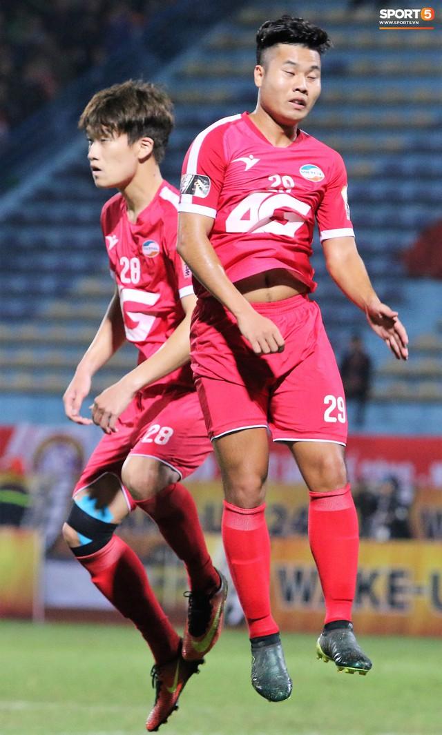 Trước giờ lên U23 Việt Nam, dàn sao Hà Nội FC và Viettel FC đã quyết chiến máu lửa dưới sự chứng kiến của thầy Park - Ảnh 5.