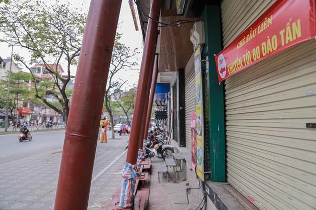 Dãy nhà chống nạng trên phố Hà Nội - Ảnh 7.