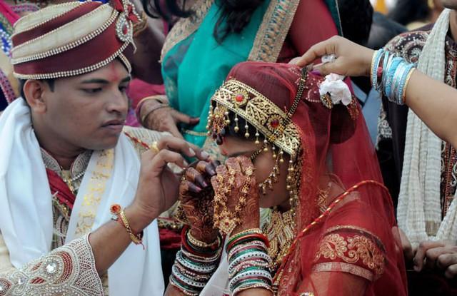 Soi vào những đám cưới dát vàng ở Ấn Độ để thấy sự xa hoa có lí lẽ của nó - Ảnh 8.
