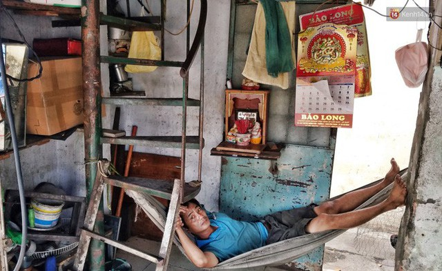 Cuộc sống bên trong những căn nhà siêu mỏng ở Sài Gòn, chiều ngang còn ngắn hơn sải tay người lớn - Ảnh 8.