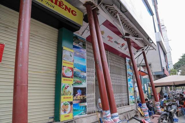 Dãy nhà chống nạng trên phố Hà Nội - Ảnh 9.