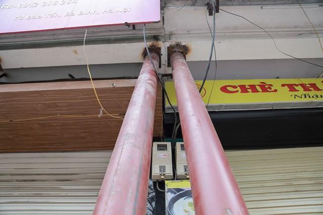 Dãy nhà chống nạng trên phố Hà Nội - Ảnh 10.