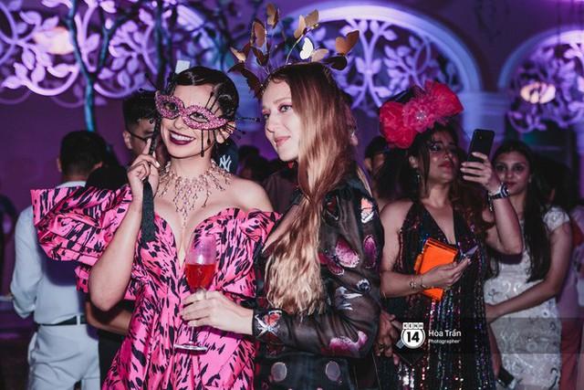 Cặp đôi tỷ phú Ấn Độ lộng lẫy cùng các khách mời đại gia vào đêm tiệc Pink Party đầu tiên ở Phú Quốc - Ảnh 11.