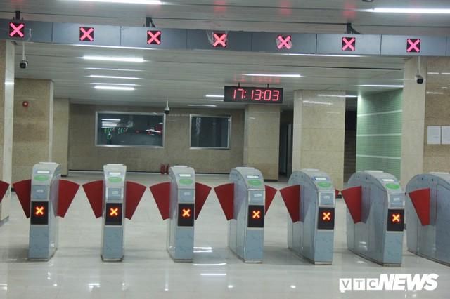 Ảnh: Đường sắt 20.000 tỷ đồng sắp hoạt động vẫn nhếch nhác giữa Thủ đô - Ảnh 2.