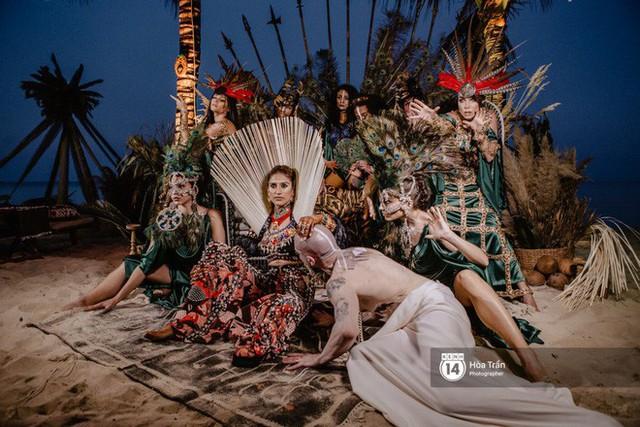 """Ngày thứ 2 tiệc cưới của cặp đôi tỷ phú Ấn Độ tại Phú Quốc: Hàng trăm bàn tiệc ngồi bên bãi biển, khách mời diện đồ """"thổ dân"""" cá tính - Ảnh 18."""
