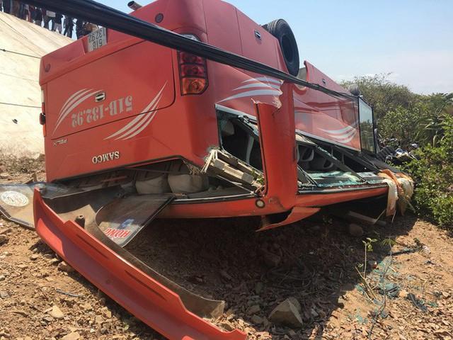 Hiện trường thảm khốc vụ xe chở du khách nước ngoài lao xuống vực ở Bình Thuận - Ảnh 7.
