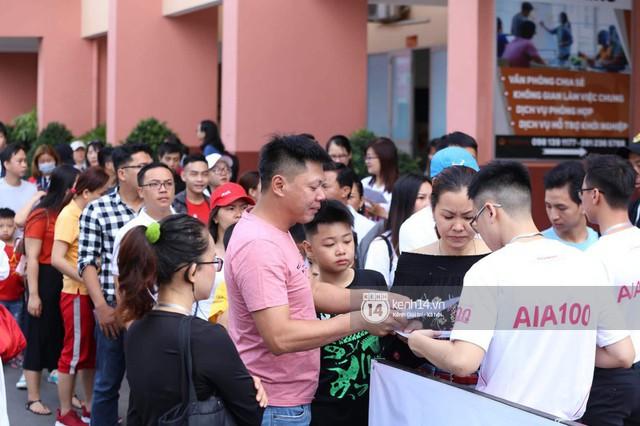 Cập nhật sự kiện có mặt David Beckham tại Việt Nam: Nam cầu thủ nước Anh đã xuất hiện, di chuyển âm thầm tránh sự chú ý từ khán giả - Ảnh 9.