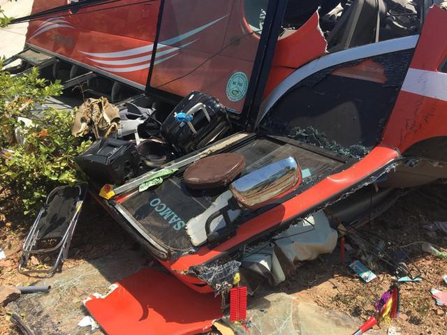 Hiện trường thảm khốc vụ xe chở du khách nước ngoài lao xuống vực ở Bình Thuận - Ảnh 11.