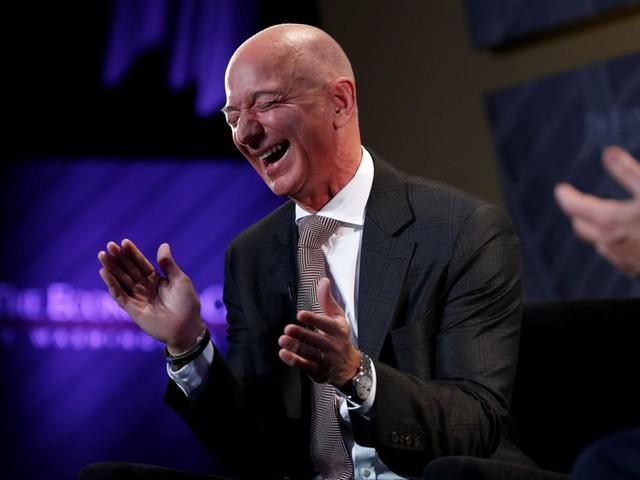 Các CEO quyền lực nhất thế giới đeo đồng hồ như thế nào: Người trung thành với thương hiệu cao cấp giá cắt cổ, người ưa dùng nhãn hiệu bình dân - Ảnh 1.