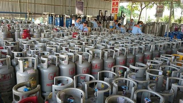 Giá gas lại tăng thêm 7.000 đồng/bình 12kg - Ảnh 1.