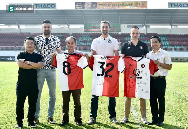Bầu Đức hy vọng điều gì từ cú bắt tay giữa HAGL với Feyenoord Rotterdam? - Ảnh 1.