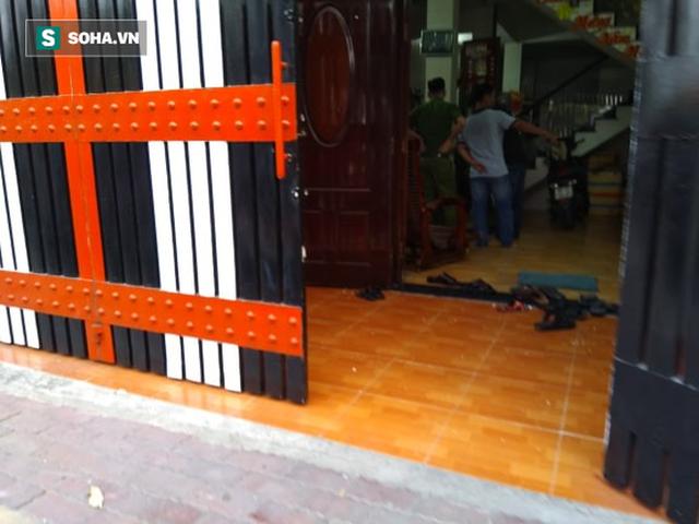 Khám xét nơi ở của Phúc XO tại Sài Gòn - Ảnh 2.