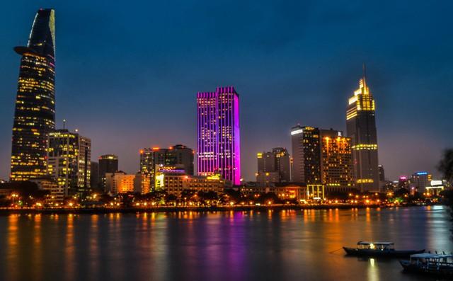 Bất động sản cao cấp tại TP.HCM sốt vì khách mua Trung Quốc, Bloomberg nêu lý do các nhà đầu tư nên thận trọng - Ảnh 3.