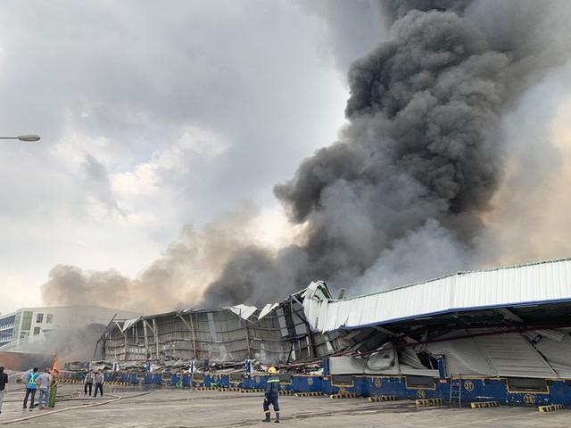 CLIP: Cháy dữ dội tại KCN Sóng Thần 2, giáp ranh TPHCM – Bình Dương - Ảnh 2.