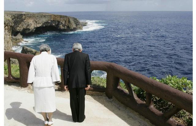 Chuyện tình lãng mạn 60 năm của Vua và Hoàng hậu Nhật Bản: Dù bao năm đi nữa vẫn vui vẻ chơi tennis cùng nhau - Ảnh 12.