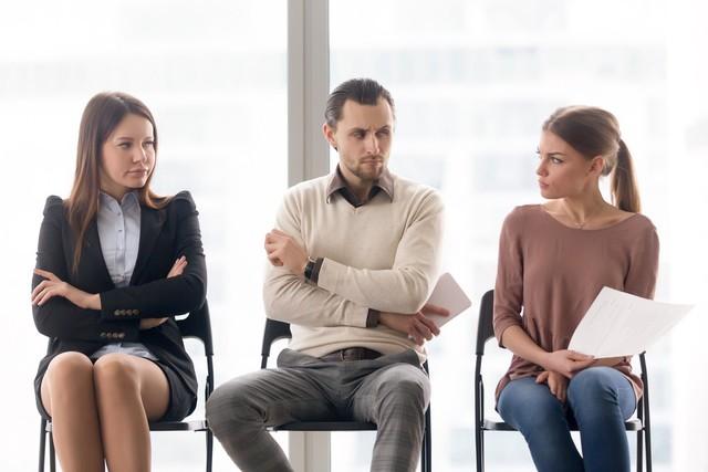 Làm gì khi vị trí của bạn bị đe dọa bởi nhân viên mới: Lo lắng, ghen tị không giải quyết được vấn đề, cư xử khéo léo để bảo vệ sự nghiệp mới là khôn ngoan - Ảnh 2.