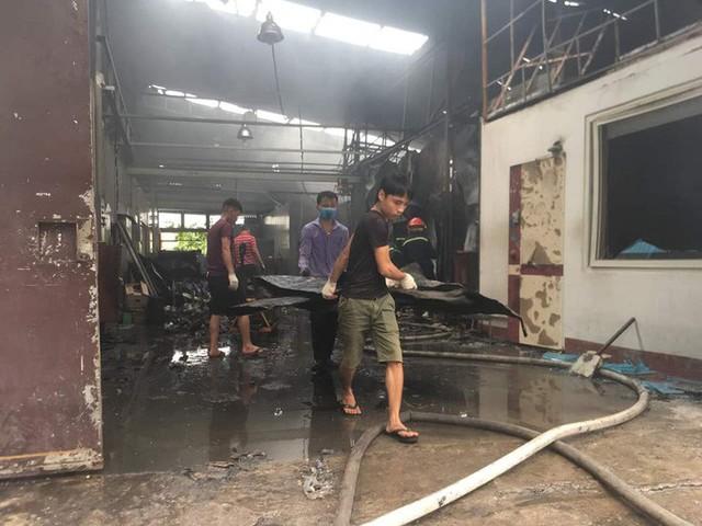 Cận cảnh hiện trường cháy nhà xưởng kinh hoàng, 8 người tử vong và mất tích  - Ảnh 3.