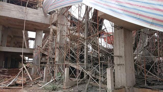 Sập tòa nhà đang xây ở Đắk Lắk, nhiều người bị thương - Ảnh 3.